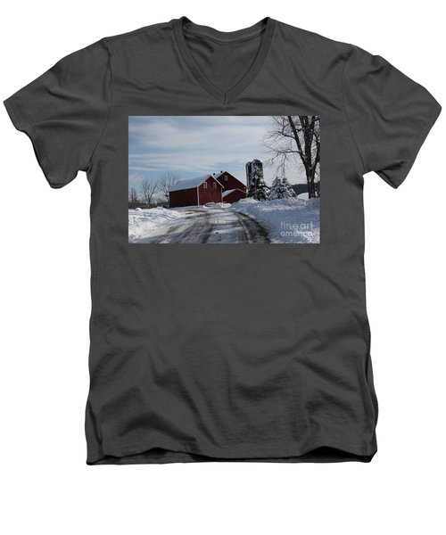 The Red Barn In The Snow Men's V-Neck T-Shirt