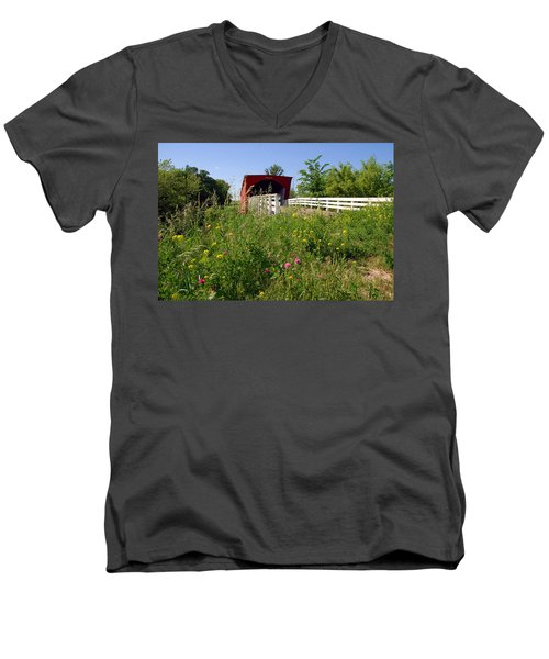The Roseman Bridge In Madison County Iowa Men's V-Neck T-Shirt