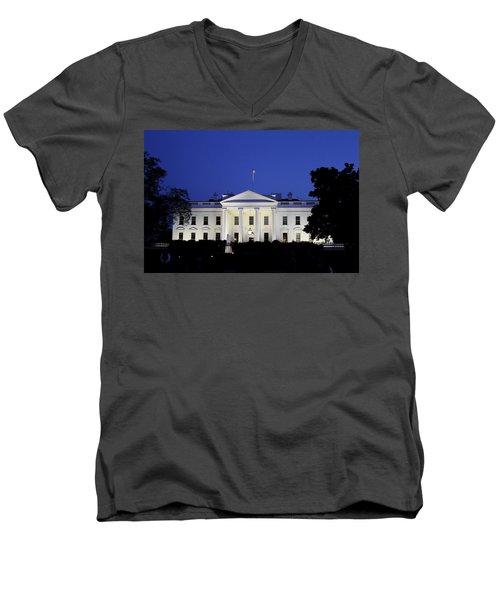 The White House At Night Men's V-Neck T-Shirt