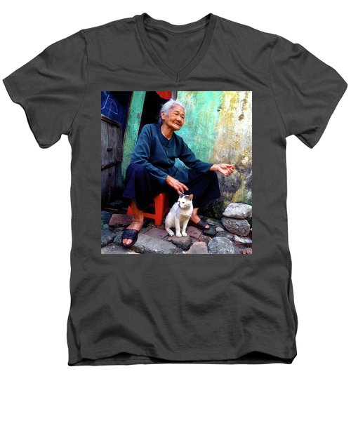 The Woman And The Cat Men's V-Neck T-Shirt