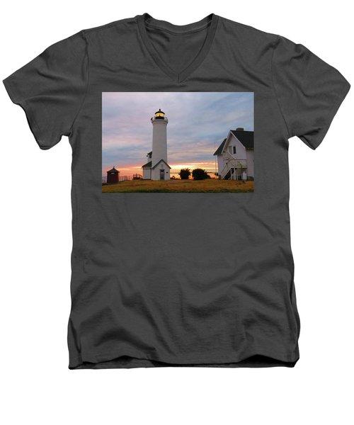 Tibbetts Point Lighthouse, July Sunset Men's V-Neck T-Shirt