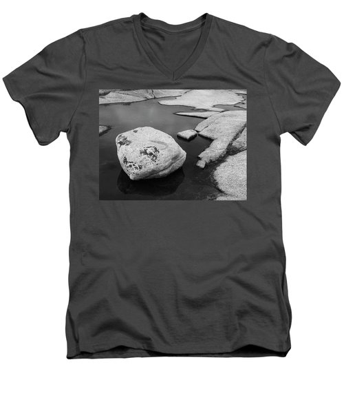 Tide Pool Boulder Men's V-Neck T-Shirt