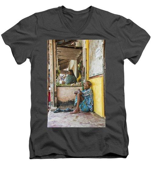 Kumarakom Men's V-Neck T-Shirt