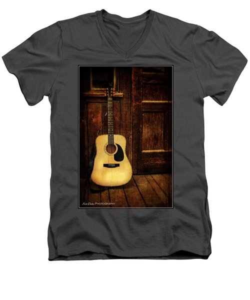 Topanga Guitar Men's V-Neck T-Shirt