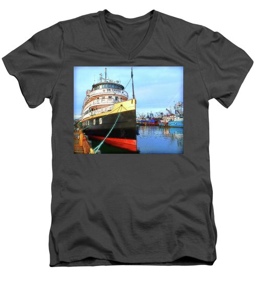 Tour Boat At Dock Men's V-Neck T-Shirt
