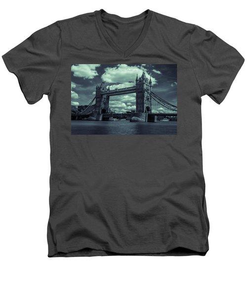 Tower Bridge Bw Men's V-Neck T-Shirt
