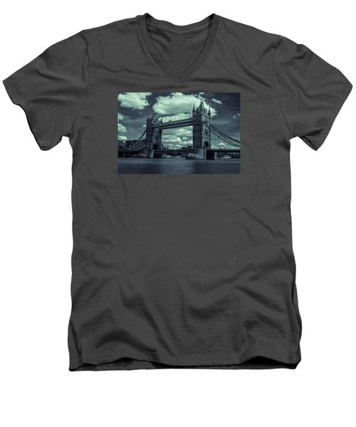 Tower Bridge Bw Men's V-Neck T-Shirt