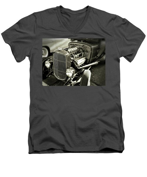 Traditional Hemi Bw Men's V-Neck T-Shirt