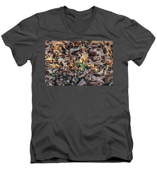 Trillium Blooming In Leaves On Forrest Floor Men's V-Neck T-Shirt