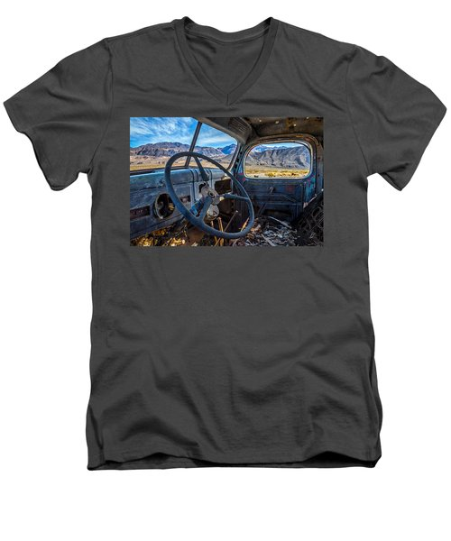 Truck Desert View Men's V-Neck T-Shirt