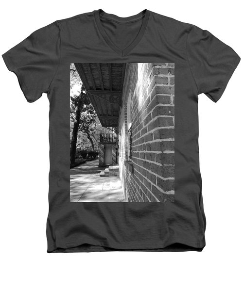 Turning A Savannah Corner Men's V-Neck T-Shirt