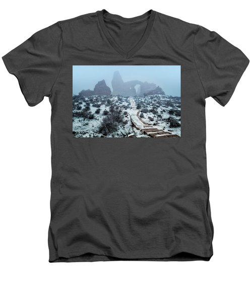 Turret Arch In The Fog Men's V-Neck T-Shirt