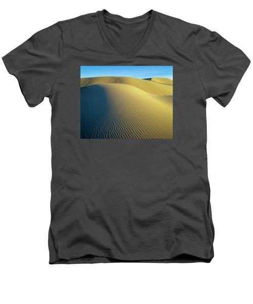 Umpqua High Dunes Men's V-Neck T-Shirt