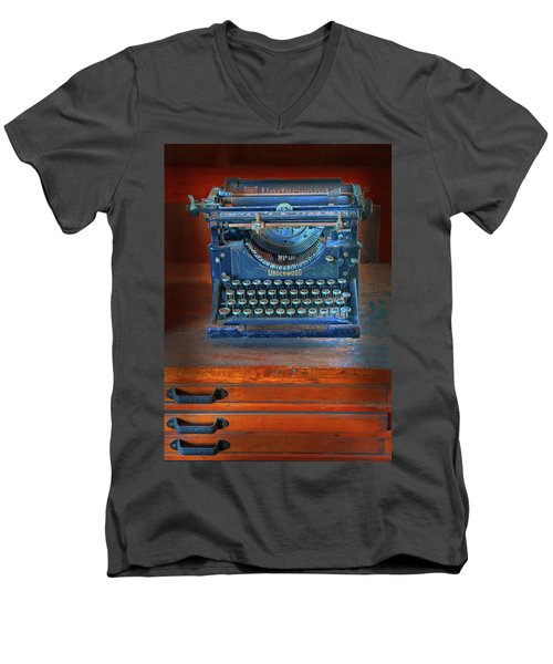 Underwood Typewriter Men's V-Neck T-Shirt
