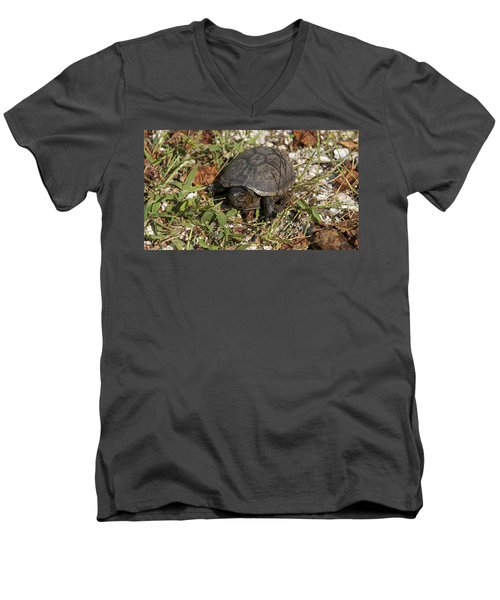 Up Close With Slow Men's V-Neck T-Shirt