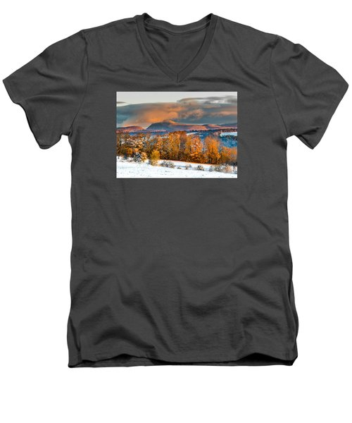 Vermont Snowliage Scene Men's V-Neck T-Shirt