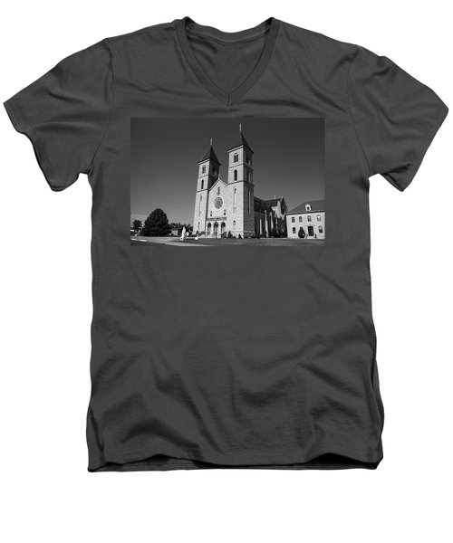 Men's V-Neck T-Shirt featuring the photograph Victoria, Kansas - Cathedral Of The Plains 6 Bw by Frank Romeo