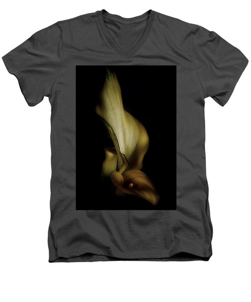 Vintage Calla Lily Men's V-Neck T-Shirt