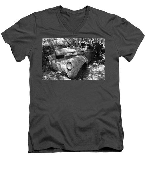 Vintage Car Men's V-Neck T-Shirt