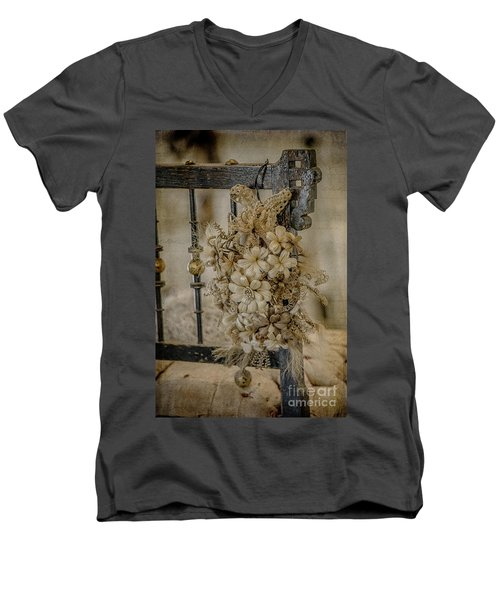 Vintage Floral Swag On A Bedpost Men's V-Neck T-Shirt