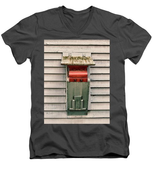 Men's V-Neck T-Shirt featuring the photograph Vintage Mailbox by Gary Slawsky