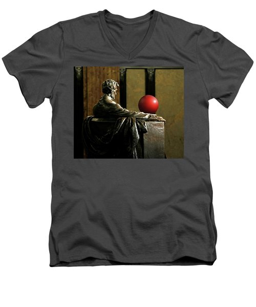 Men's V-Neck T-Shirt featuring the photograph Visiting Lincoln by Christopher McKenzie