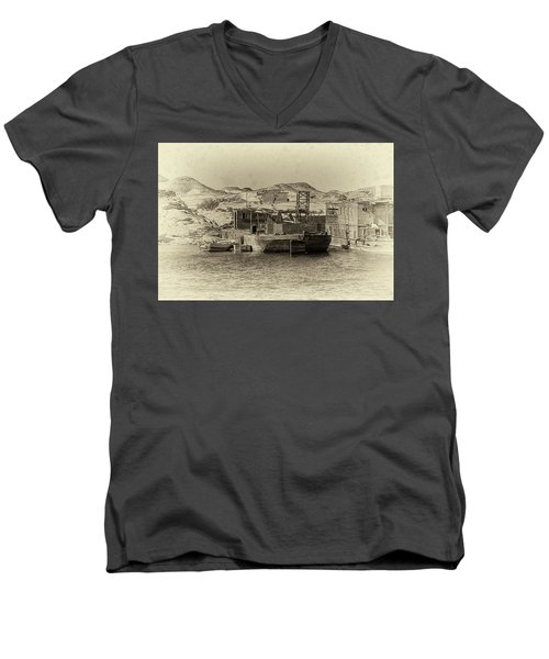 Wadi Al-sebua Antiqued Men's V-Neck T-Shirt