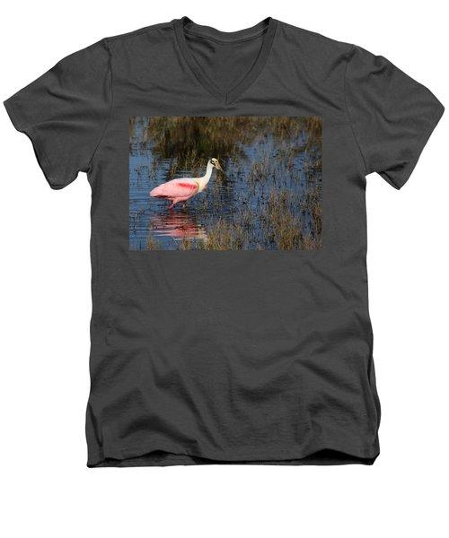 Wading Roseate Spoonbill Men's V-Neck T-Shirt