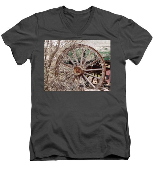 Wagon Wheel Men's V-Neck T-Shirt