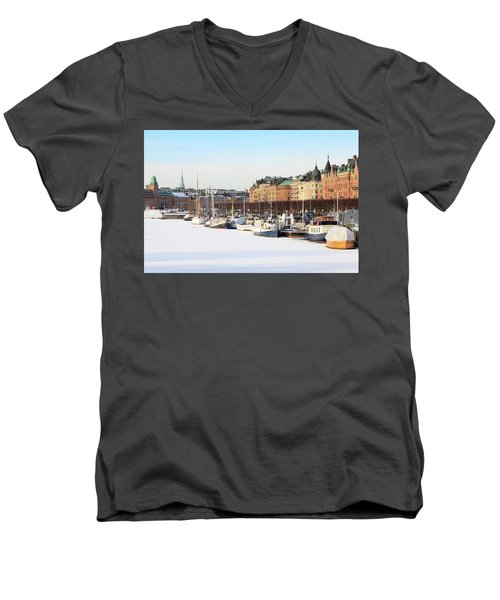 Men's V-Neck T-Shirt featuring the photograph Waiting Out Winter by David Chandler