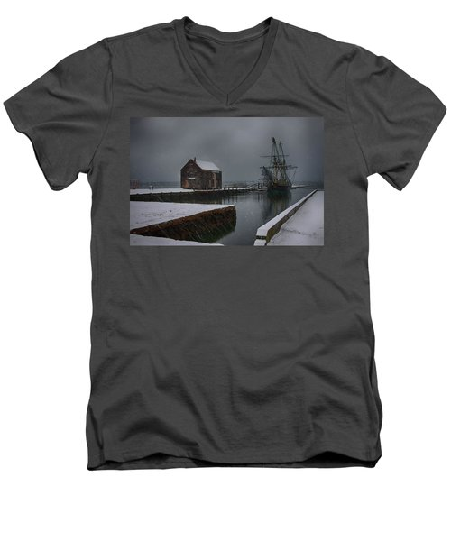 Waiting Quietly Men's V-Neck T-Shirt by Jeff Folger