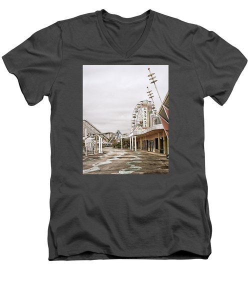 Men's V-Neck T-Shirt featuring the photograph Walkway To The Arcade by Andy Crawford
