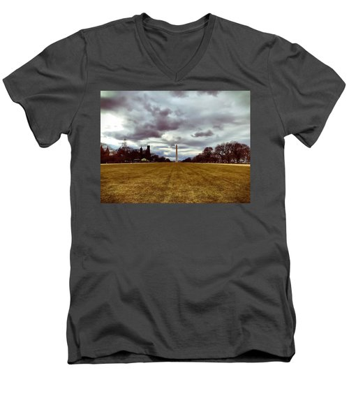 Washington Monument Men's V-Neck T-Shirt