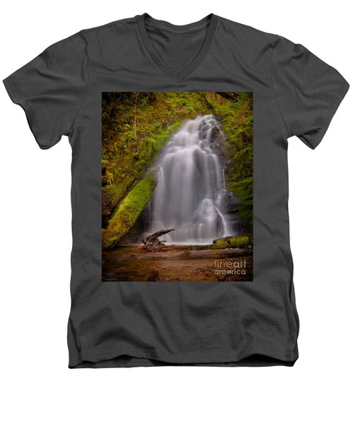 Waterfall Showers Men's V-Neck T-Shirt