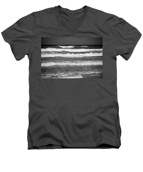 Waves 3 In Bw Men's V-Neck T-Shirt