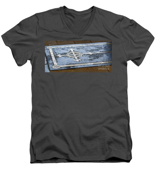 Men's V-Neck T-Shirt featuring the photograph Wells Cathedral Tomb by Colin Rayner