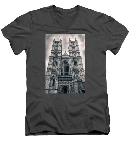 Westminister Abbey Bw Men's V-Neck T-Shirt