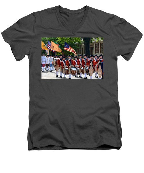 Williamsburg Men's V-Neck T-Shirt