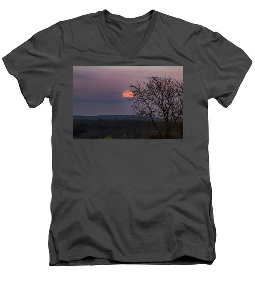 Men's V-Neck T-Shirt featuring the photograph Winter Moonrise by Sven Kielhorn