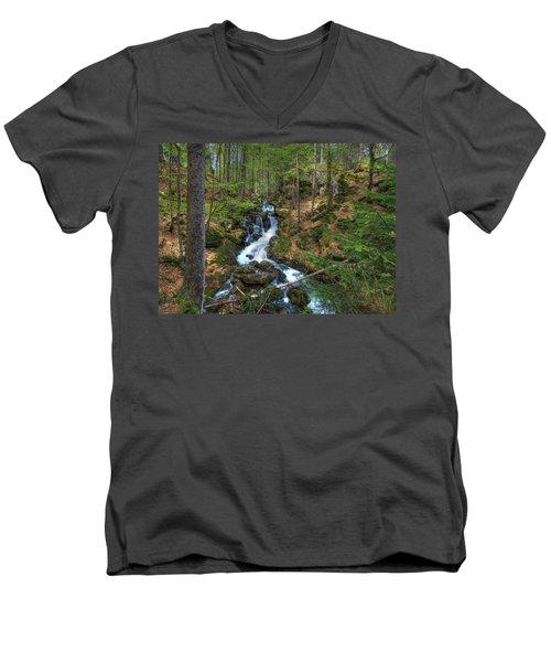 Winter Run Off Men's V-Neck T-Shirt