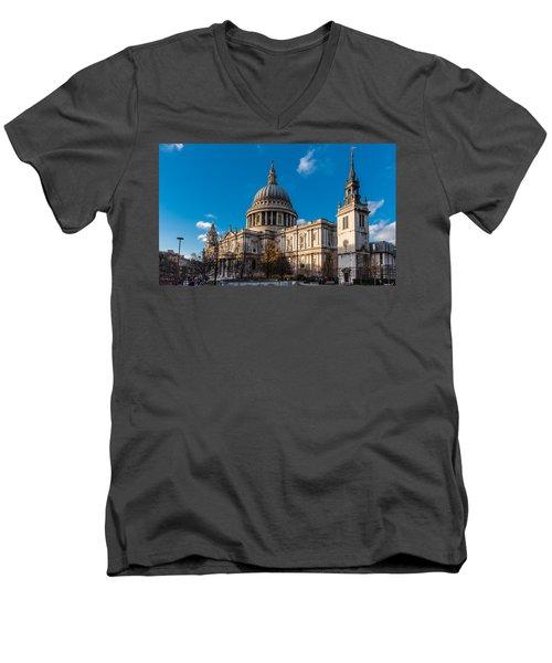 Winter Sun St Paul's Cathedral Men's V-Neck T-Shirt