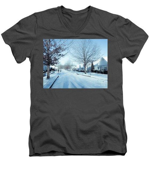 Wintry Snow Fall - Georgia Men's V-Neck T-Shirt