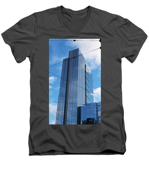 Wired In Seattle - Skyscraper Art Print Men's V-Neck T-Shirt