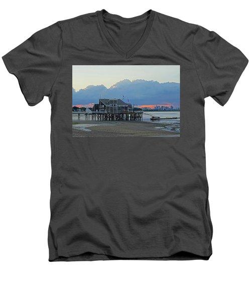 Wollaston Beach Quincy Ma Sunset Boston Skyline Quincy Ma Men's V-Neck T-Shirt