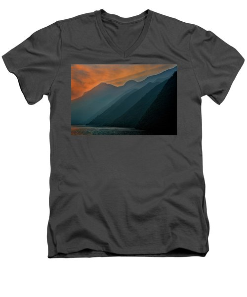 Wu Gorge Sunrise Men's V-Neck T-Shirt