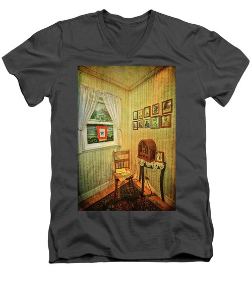 Men's V-Neck T-Shirt featuring the photograph Wwii Era Room by Lewis Mann