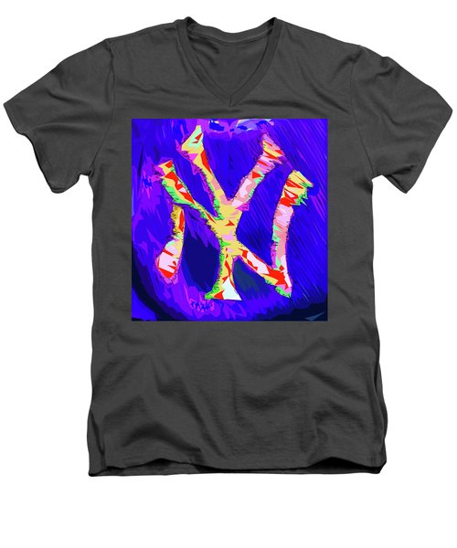 Yankees Logo Men's V-Neck T-Shirt