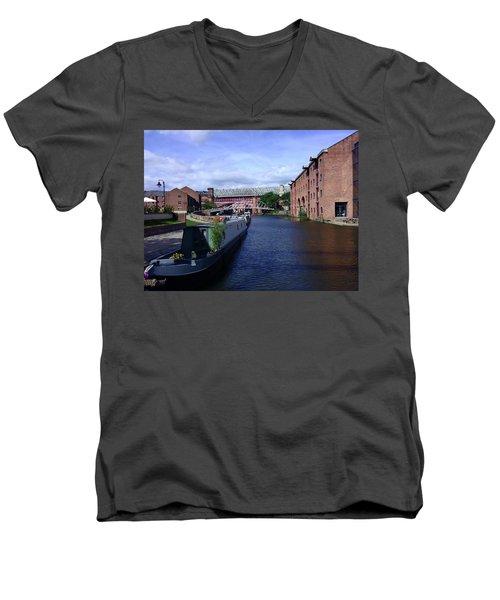 13/09/18  Manchester. Castlefields. The Bridgewater Canal. Men's V-Neck T-Shirt