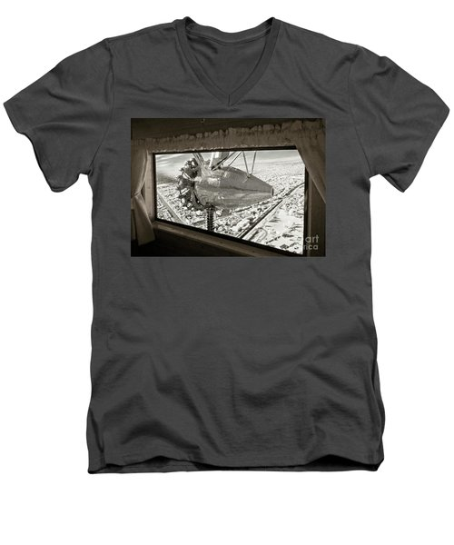 1928 Ford Tri-motor Men's V-Neck T-Shirt