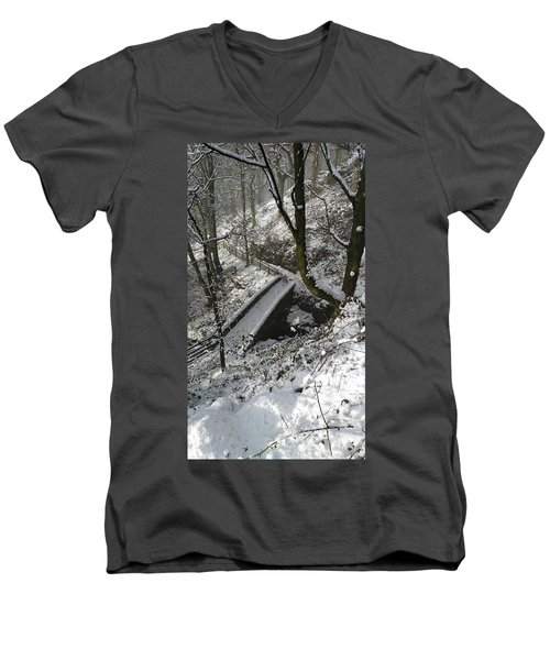 30/01/19  Rivington. Cascade Bridge. Men's V-Neck T-Shirt